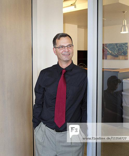 Caucasian businessman smiling in office