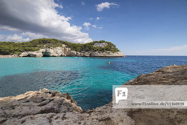Spanien  Menorca  Blick auf Cala Mitjaneta in Cala Mitjana