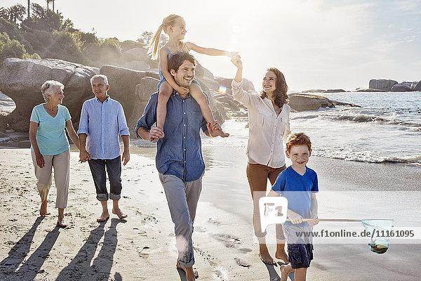 Drei Generationen Familie am Strand