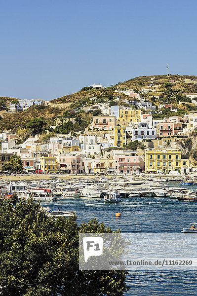 Italien  Pontinische Inseln  Ponza  Hafen
