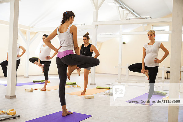 Pränatale Yogastunde