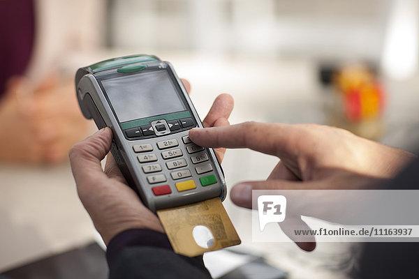 Kunde bezahlt mit Kreditkarte