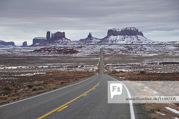 USA  Arizona  Monument Valley Navajo Tribal Park  Monument Valley in the snow along Rt. 163