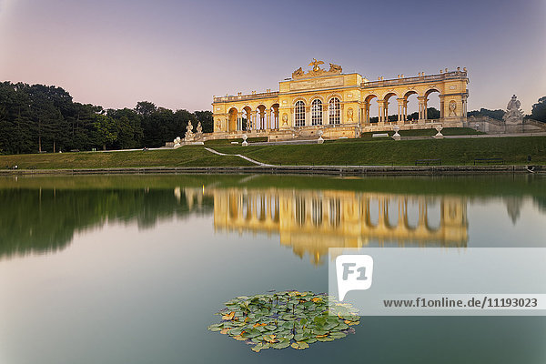 Austria  Vienna  view to gloriette with pond in the foreground in the garden of Schoenbrunn Palace