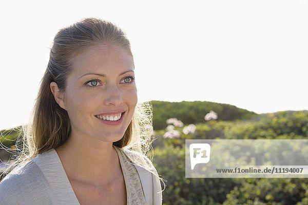 Nahaufnahme einer schönen Frau lächelnd