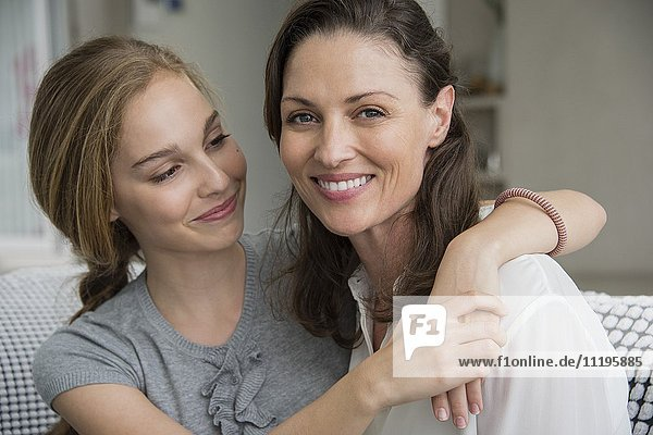 Porträt einer glücklichen Frau mit ihrer Tochter