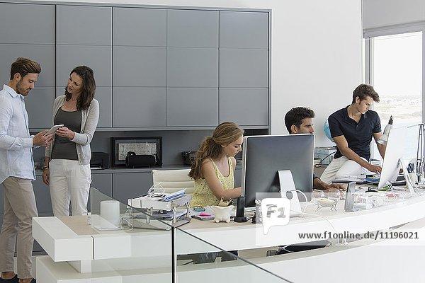 Führungskräfte  die im Büro arbeiten