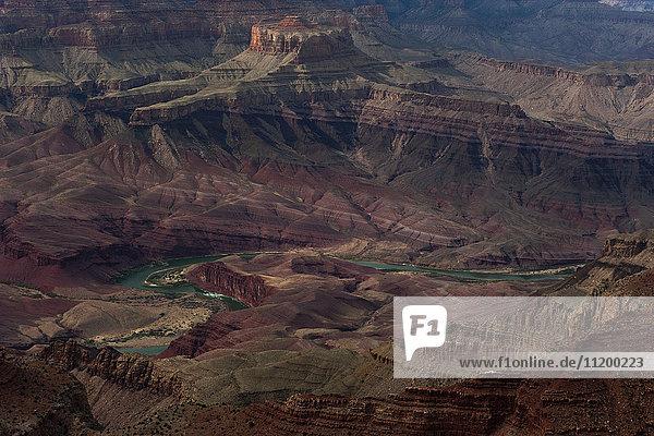 Der Colorado River windet sich durch den Grand Canyon in Arizona  USA.