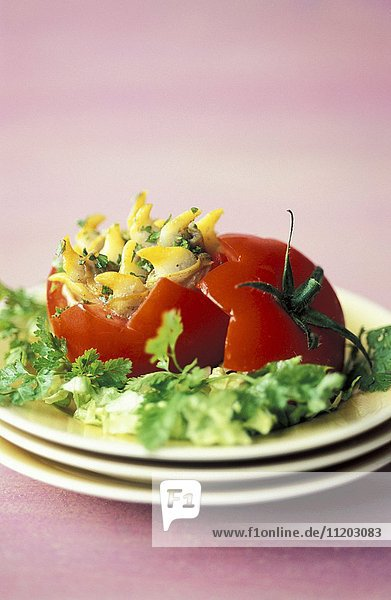 Tomato stuffed with cockles