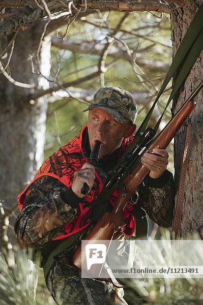 Rifle Hunter Big Game Hunter Calling With Grunt Tube Call