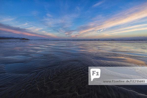 'Sunset over Long Beach  Pacific Rim National Park Reserve; Tofino  British Columbia  Canada'