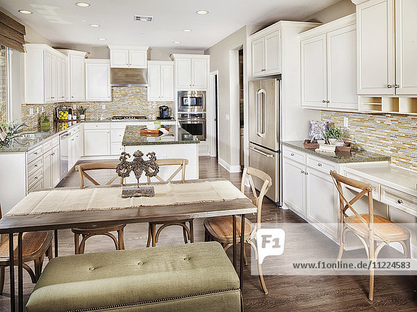 Open plan of dining area and kitchen
