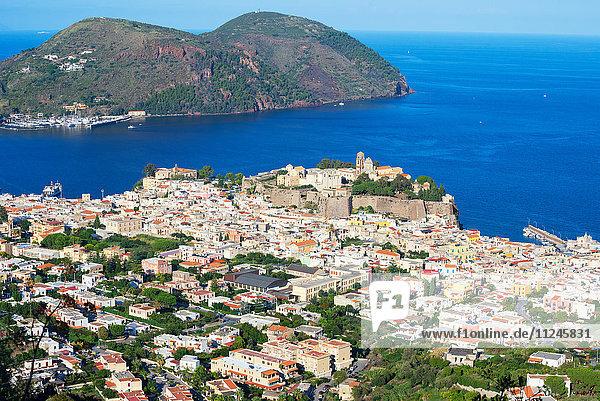 Ansicht der Stadt Lipari  Sizilien  Italien
