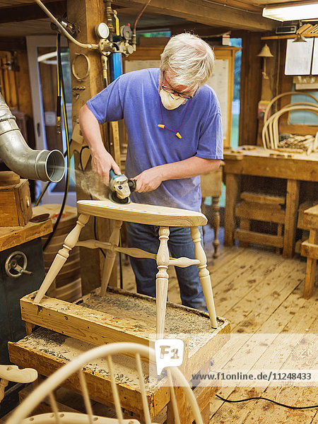 Carpenter polishing chair with sander