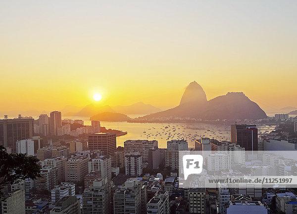 Brazil  City of Rio de Janeiro  View over Botafogo Neighbourhood towards the Sugarloaf Mountain at sunrise.