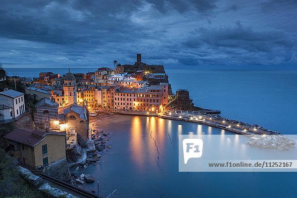 Vernazza at dusk. Cinque Terre  Riviera di Levante  Liguria  Italy