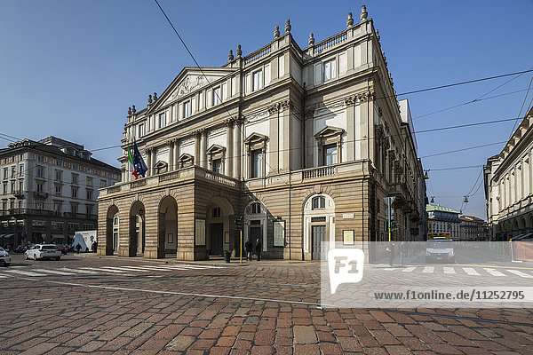 View of the Teatro Alla Scala (La Scala) known worldwide for opera and ballet  Milan  Lombardy  Italy  Europe
