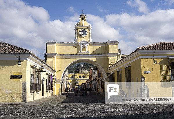 Arch leading to Merced church  Antigua  UNESCO World Heritage Site  Guatemala  Central America