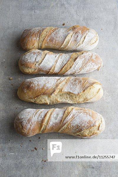Vier Tortillon (längliche spiralförmige Weizenbrote  Frankreich)