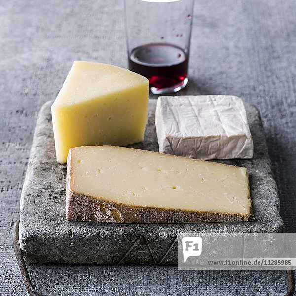 Wedges of cheese and red wine