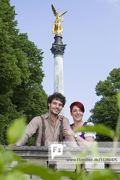 Young couple in front of Friedensengel monument