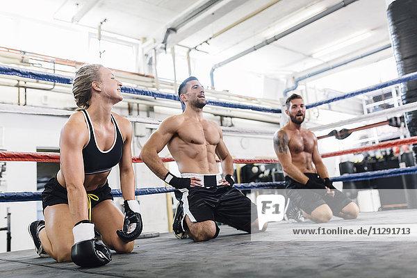 Sportler mit Trainingspause im Boxclub