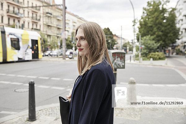 Frau in der Stadt