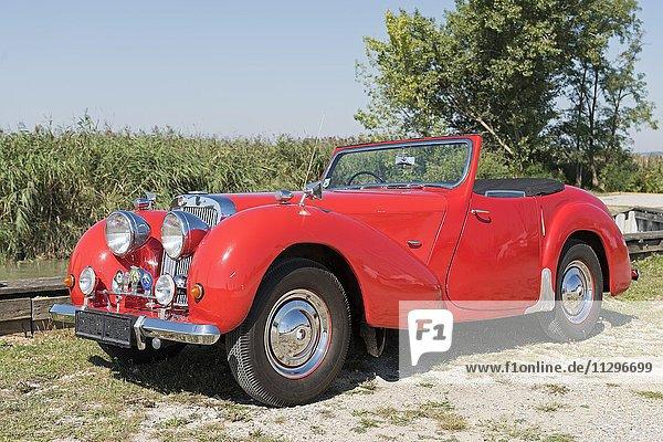 Oldtimer Triumph Roadster 2000  Baujahr 1948  4 Zylinder  Hubraum 2000 ccm  Gewicht 1110 kg  3 Vorwärtsgänge  60 PS  100 km/h  Aluminium Karosserie
