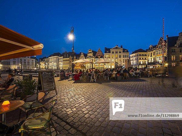 Promenade an der Graslei  mit alten Gildehäusern  Gent  Flandern  Belgien  Europa