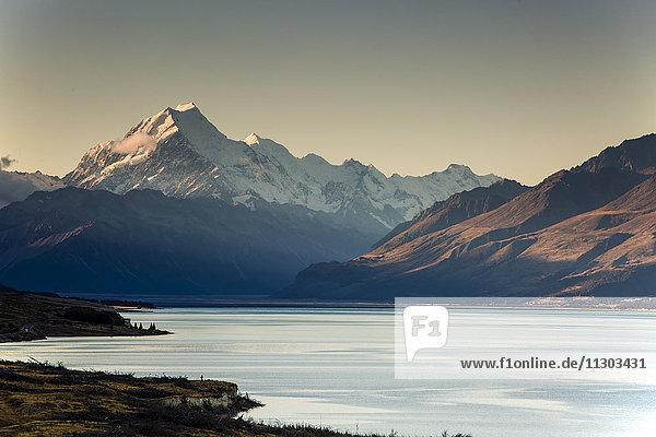 Blick auf den Lake Pukaki und Mount Cook  Südinsel Neuseeland