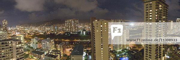 Honolulu  Oahu  capital  houses  homes  USA  Hawaii  America  town  city  evening
