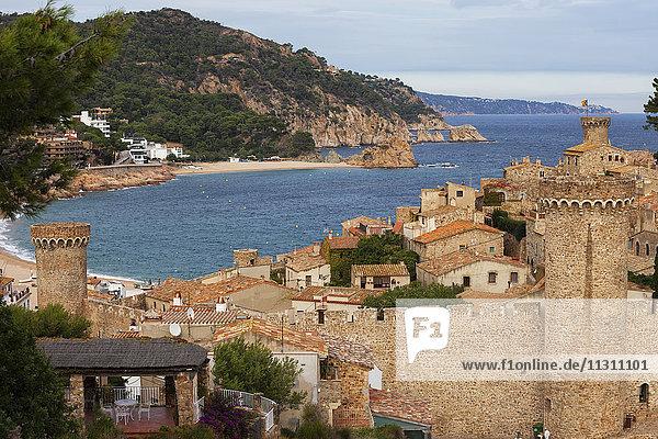 Spanien  Costa Brava  Tossa de Mar  Altstadt und Mittelmeer