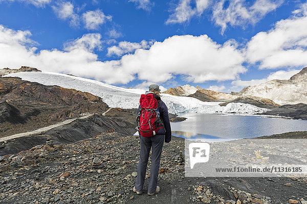 Peru  Andes  Cordillera Blanca  Huascaran National Park  tourist standing at shore of Pastoruri glacier lake