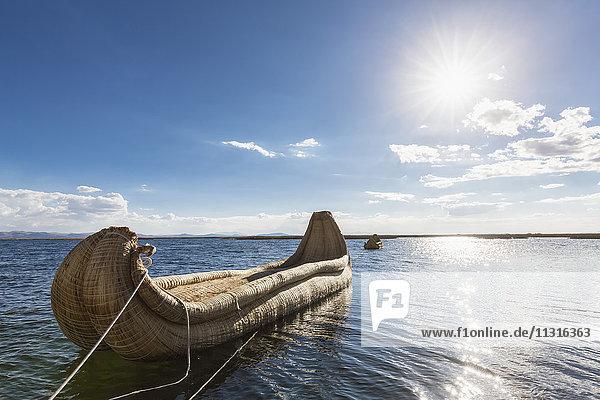 Peru  Titicacasee  Boot der Uros aus riesigem Rohrkolben