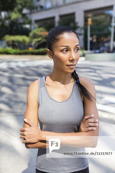 USA  New York City  Portrait der selbstbewussten Sportlerin