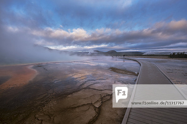 USA  Rocky Mountains  Wyoming  Yellowstone  National Park  UNESCO  World Heritage  Grand Prismatic Spring  people on boardwalk at dawn