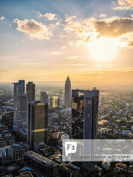 Deutschland  Frankfurt  Stadtansicht bei Sonnenuntergang von oben gesehen