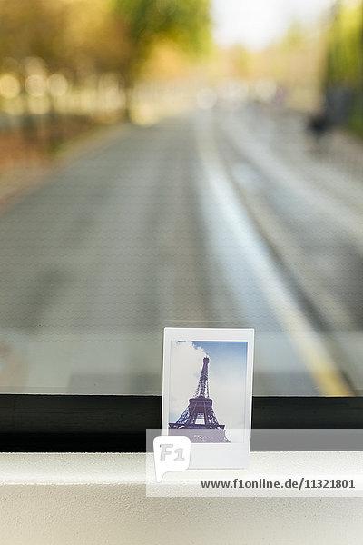 Frankreich  Paris  Sofortbild des Eiffelturms im Touristenbus