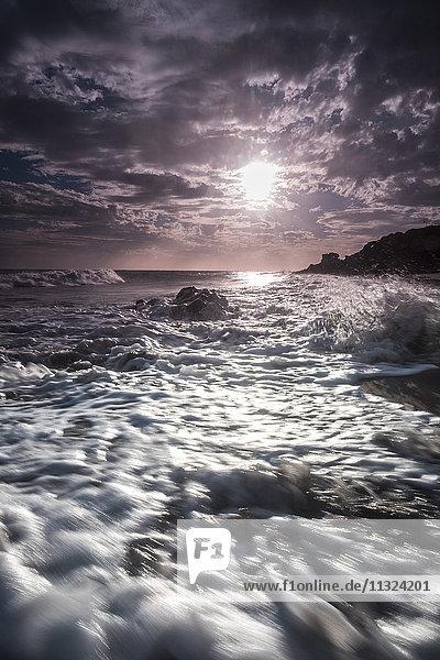 Spanien  Teneriffa  Surfen am Strand La Tejita bei Sonnenuntergang Spanien, Teneriffa, Surfen am Strand La Tejita bei Sonnenuntergang