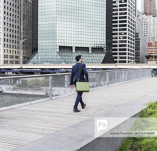USA  New York  Manager zu Fuß in Manhattan