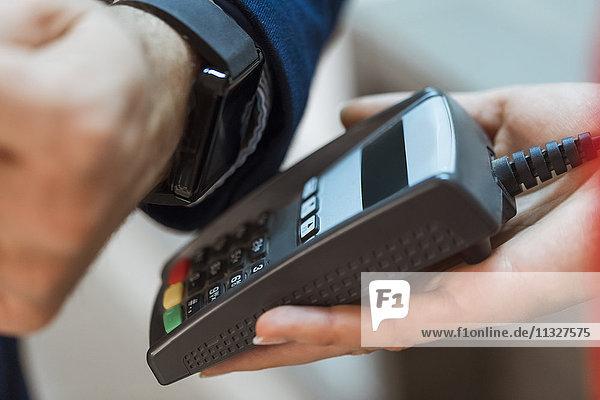 Kontaktloses Bezahlen mit Smart Watch