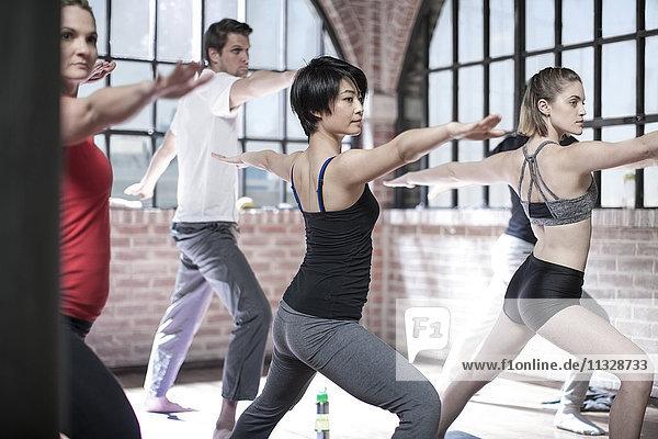 Yoga-Unterricht im Studio