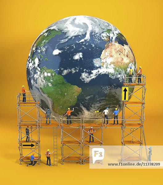 Bauarbeiter auf einem Gerüst reparieren die Erde