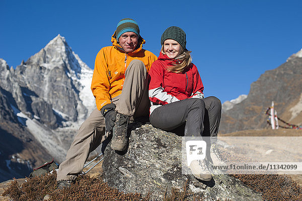 Trekkers en route to Everest Base Camp take a break  Khumbu Region  Nepal  Asia