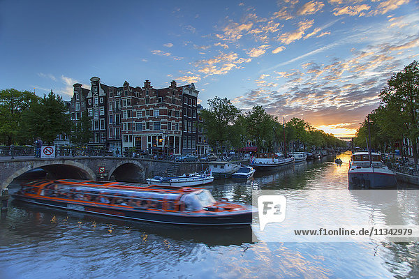 Prinsengracht and Brouwersgracht canals at sunset  Amsterdam  Netherlands  Europe