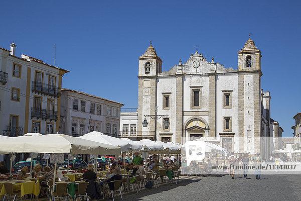 Giraldo Square and St. Anton's Church  Evora  UNESCO World Heritage Site  Portugal  Europe