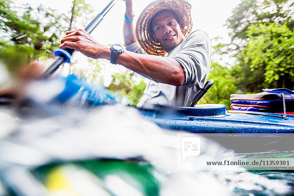 Kajakfahren eines Mannes am Econfina Creek  Florida  USA