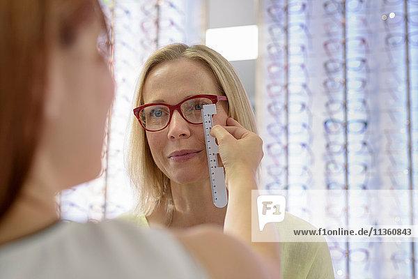 Optiker-Messgestelle für die Anpassung bei Optikern in Kleinbetrieben