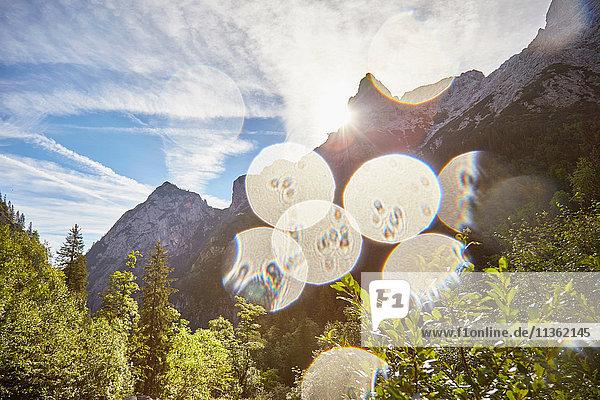 Panoramablick  Höllental  Zugspitze  Garmisch-Partenkirchen  Bayern  Deutschland