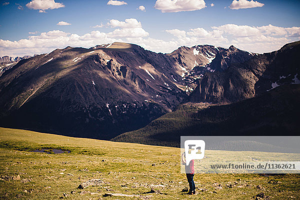 Man wearing cowboy hat by mountains  Rocky Mountain National Park  Colorado  USA
